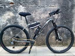 Bike 29 1 mês de uso troco por tamanho 17