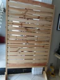 Painéis em madeira.