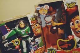 Buzz Lightyear e Woody de coleção, lacrados.
