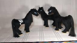 Cavalos de pelúcia