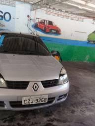 Renault Clio bem conservado