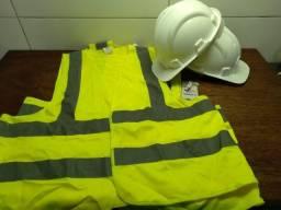Coletes e capacetes para obra
