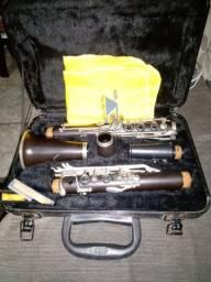 Vendo uma clarineta