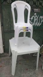 Jogos composto de 1 mesa + 4 cadeiras plasticas