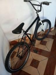 Vendo bicicleta cor preta