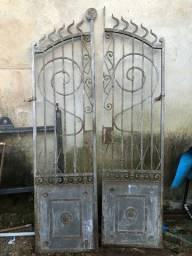 Portões e grades rusticos com quase 100 anos