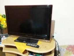 Vendo essa TV de 32' semi nova com cotrole