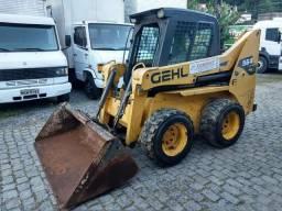 Mini Carregadeira GEHL 5640 Cabinado 1200 Kgs