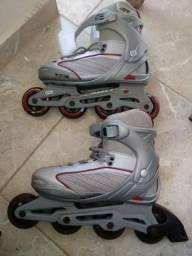 Vendo patins pouco uso com capacete