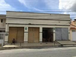 Alugo casa na rua Santo Antônio no bairro do Santo Antônio bem próximo a sapore d Itália