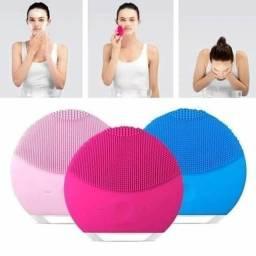 Escova de Limpeza Facial Massageador Recarregável
