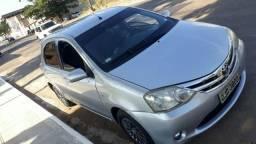 Vendo Toyota etios 2013 completo
