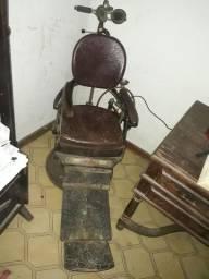Cadeira de dentista muito antiga