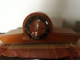 Relógio de mesa muito antigo
