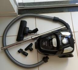 Aspirador de Pó ( semi-novo) Electrolux Easy Box Easyb  1600W - Preto, 220 V