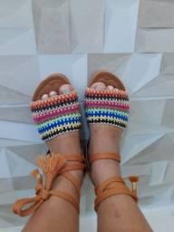 Sandálias novas de amarra
