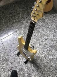 Guitarra Eagles recém regulada, corda 0.9, vai com capa e Correia. Preço negociável!!!