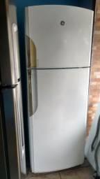 Vende Geladeira RLGE700 Frost Free (gelo seco)