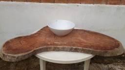 Tampo de madeira rústico com cuba