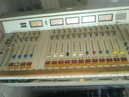 Mesa de som Audiotronics 210 séries,p emissoras de rádio ETC,comsole td cabeado