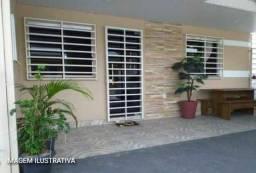 RB-Vendo casa, ótima localidade em Vitória