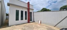 Linda casa confortável á venda com 2 dormitórios, na área central de Mateus leme