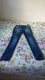 Calça jeans feminina por R$ 50 reais