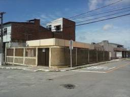 Casa 3/4 de esquina no bairro industrial