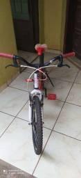 Bicicleta aro 20 bem conservada usada poucas vezes. Valor 270 reais.