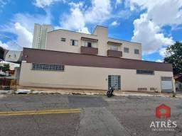 Apartamento com 3 dormitórios para alugar, 90 m² por R$ 1.300,00/mês - Setor dos Funcionár