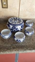 Maravilhoso jogo em porcelana, antigo, estampa antiga. para sopa ou caldos