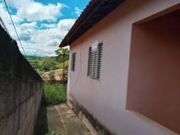 C676 - Casa ideal para investidor. Possui dois dormitórios. Necessita de reformas