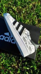 Tênis Adidas Superstar 42 novo na caixa.