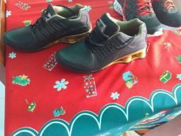 Vendo dois sapatos um feminino e um masculino tamanho feminino 37