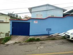 Vende-se casa com barracão