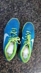 Vende-se chuteira pouco usada marca Nike cor azul ( Chuteira do Neymar)
