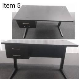 Mesa de escritório com 02 gavetas sem as chaves