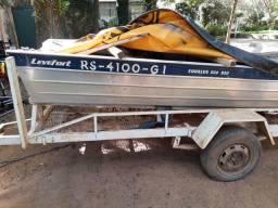 Barco Levefort com motor e carreta