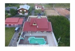 Casa na Praia da Pinheira com piscina