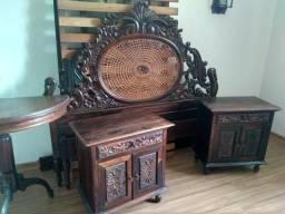 Cama antiga com estrado e 2 mesas de cabeceira entalhado a mão em jacaranda, usado comprar usado  Vitória