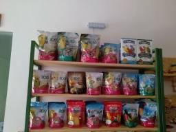 Rações e brinquedos  para aves