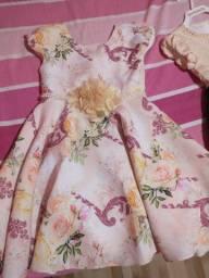 Vestidos usado uma vez veste crianças até 3 anos dependendo do tamanho