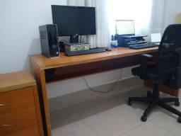 Mesa para escritório / escrivaninha em madeira