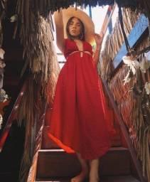 Vestido decotado vermelho