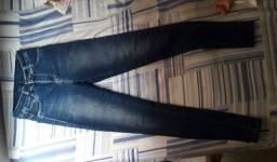 Roupa feminina calça e blusa