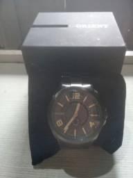 Relógio oriente semi novo na caixa
