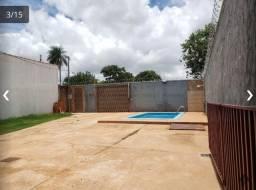 Casa com piscina no início do bairro toda planejada