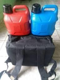 Vende-se 2 garrafas térmicas nova! E uma mochila de fazer entrega nova no tamanho médio!