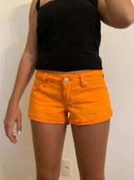 Shorts jeans laranja