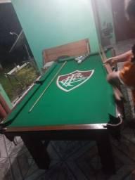 Mesa Tentação Carlin Bilhares Cor Imbuia Tecido Verde e Borda Fluminense Mod. OZKQ7006